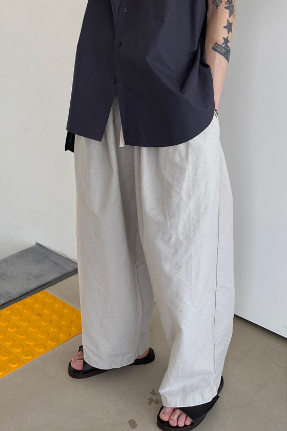 MONOCLE/ Washed Wide Pants